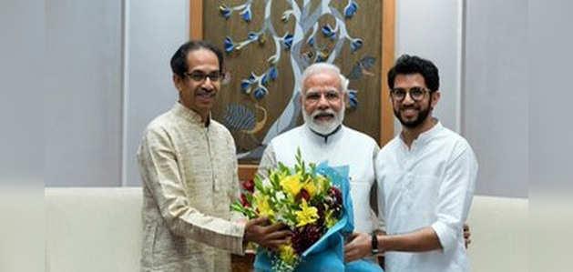 महाराष्ट्र CM उद्धव ठाकरे ने PM नरेंद्र मोदी से की मुलाकात
