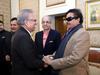 सिद्धू के बाद अब कांग्रेस के शत्रुघ्न सिन्हा पहुंचे पाक, राष्ट्रपति आरिफ अल्वी से मिलाते दिखे हाथ