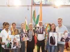 काशी पहुंचे अमेरिकी दल ने मां गंगा से की प्रार्थना, दोनों देशों की दोस्ती प्रगाढ़ होने की कामना