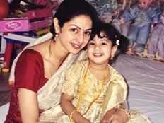 miss you everyday janhvi kapoor says about mom sridevi