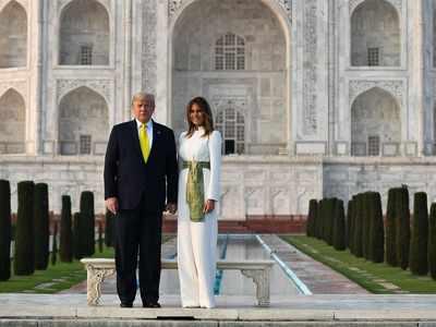 ताजमहल के सामने ट्रंप और पत्नी मेलानिया ने फोटो खिंचवाई