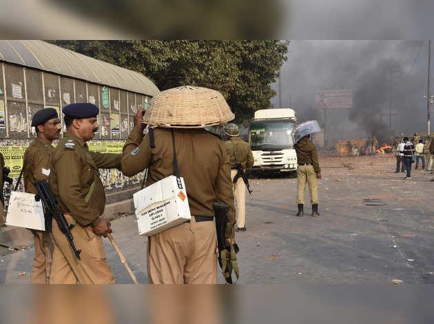 दिल्ली: यमुनापार में हिंसा में कुल 4 लोगों की मौत