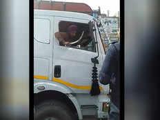 सहारनपुर: ट्रैफिक पुलिस पर तलवार से हमले का प्रयास, जुर्माना वसूल ट्रक ड्राइवर को छोड़ा