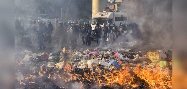 दिल्ली: मौजपुर, जाफराबाद में ताजा हिंसा भड़कने के बाद पुलिस ने आंसू गैस के गोले दागे