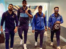 वेलिंग्टन में हारे तो भारतीय खिलाड़ियों की तस्वीर देख बिगड़े फैन