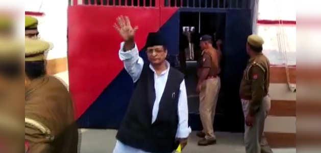 SP नेता आजम खान, पत्नी तंजीन फातिमा, बेटे अब्दुल्ला को भेजा गया जेल