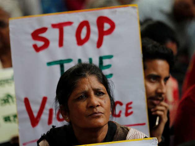 चौथे दिन जाकर दिल्ली में थमी हिंसा।