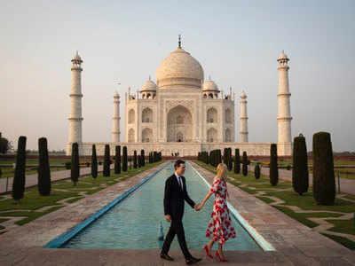पति के साथ ताजमहल का दीदार करतीं इवांका ट्रंप
