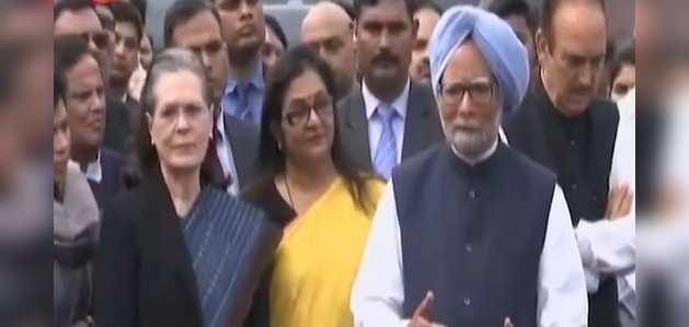 नॉर्थ ईस्ट दिल्ली में हुई हिंसा के मामले में कांग्रेस नेताओं ने राष्ट्रपति से मिलकर उन्हें ज्ञापन सौंपा