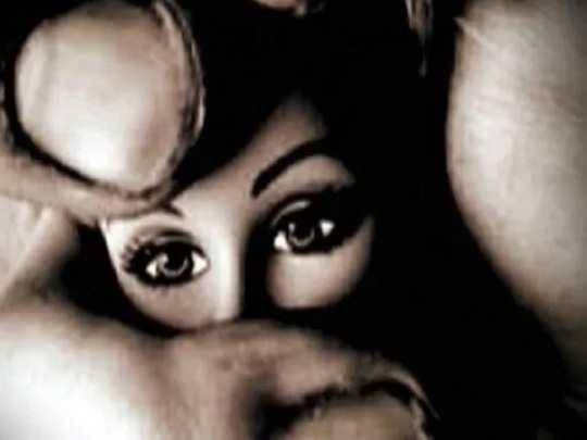 ஆந்திராவில் தந்தைக்காக காத்திருந்த 10 வயது சிறுமி பலாத்காரம்
