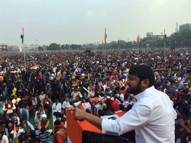 रैली के दौरान कन्हैया कुमार