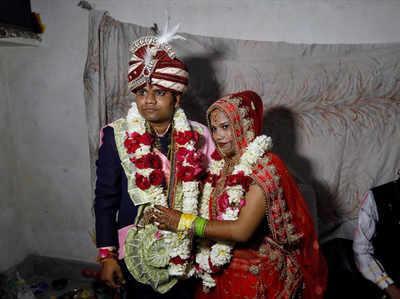 सावित्री और गुलशन की शादी की तस्वीर (साभार- रॉयटर्स)