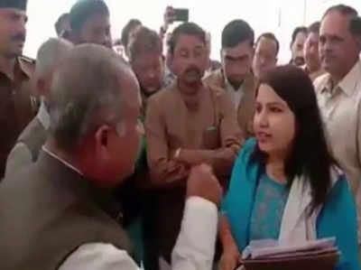 कांग्रेस नेताओं और अधिकारी के बीच बहस