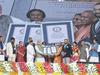 प्रधानमंत्री नरेंद्र मोदी और सीएम योगी आदित्यनाथ के पहुंचते ही ट्विटर पर बोले लोग- #सशक्तUPसमर्थ_भारत