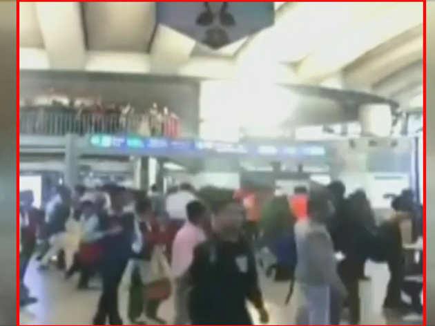 दिल्ली हिंसा के बाद राजीव चौक मेट्रो पर लगे नारे, 'देश के गद्दारों को, गोली मारो... को'