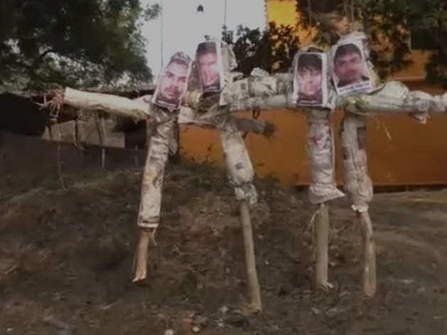 निर्भया के आरोपियों के पुतलों को फांसी