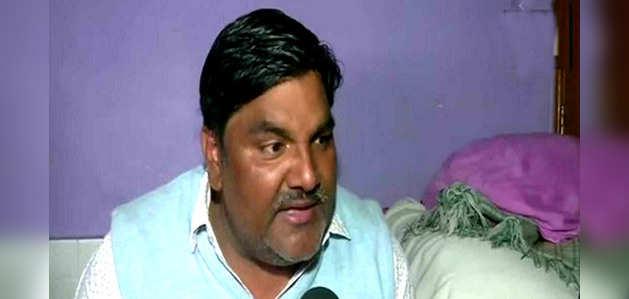 दिल्ली हिंसा: फरार ताहिर हुसैन ने अपनी बेल एप्लीकेशन में खुद को पीड़ित बताया, कहा-फंसाने की हो रही कोशिश