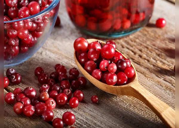 ब्रेस्ट कैंसर का खतरा कम करती हैं क्रैनबेरीज