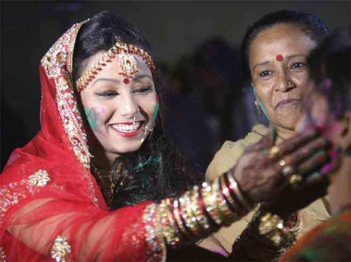 holi celebration in pakistan festival of colors