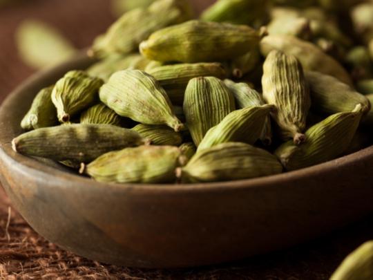 yelakkai tea nanmaikal: ஏலக்காயை டீயில் போட்டு குடிக்கலாமா? அப்படி குடிச்சா  என்ன ஆகும்? - cardamom benefits and how to add this in your food | Samayam  Tamil