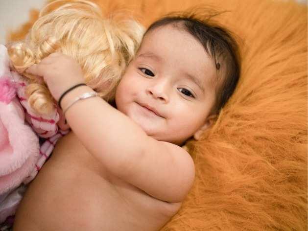Baby Care: बेबी की स्किन हो जाएगी और भी फेयर, अगर आजमाएंगी ये घरेलू उपचार