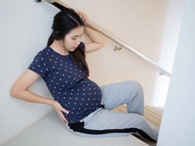Pregnancy: जानें प्रेग्नेंसी में सीढ़ी चढ़ना कब है सुरक्षित और कब बन सकता है मुसीबत