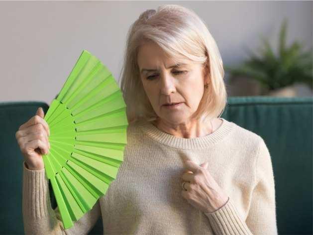 Menopause treatment: मेनोपॉज में कैसे रखें अपना ख्याल? जानें एक्सपर्ट का सुझाव