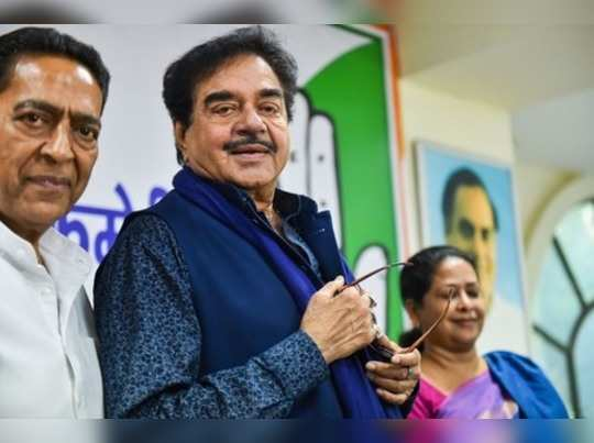 New Delhi: Senior Congress leader Shatrughan Sinha with Delhi Congress President...