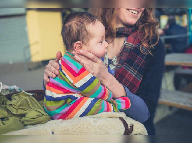 जानें शिशु को डकार दिलाना क्यों है जरूरी, कब और कैसे करें ये काम