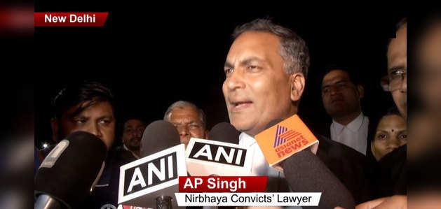 निर्भया पर आपत्तिजनक कॉमेंट कर फंसे दोषियों के वकील एपी सिंह, लोगों ने जाहिर की नाराजगी