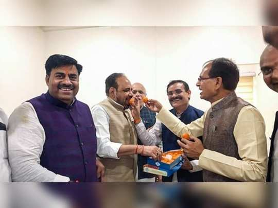 Bhopal: BJP National Vice President Shivraj Singh Chouhan and leader of the oppo...