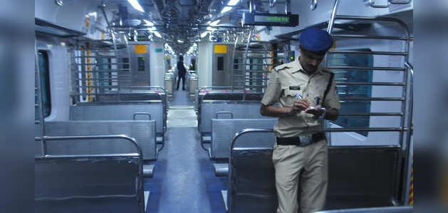 कोरोनावायरस डर: 31 मार्च तक मुंबई लोकल ट्रेनों की यात्रा पर प्रतिबंध