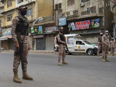 पाकिस्तान में उतारी गई सेना
