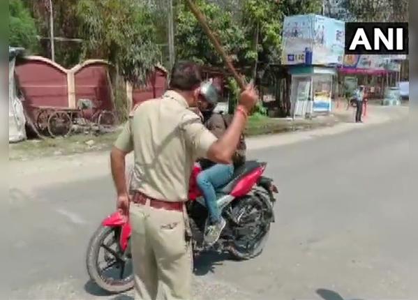 पश्चिम बंगाल में पुलिस ने की पिटाई