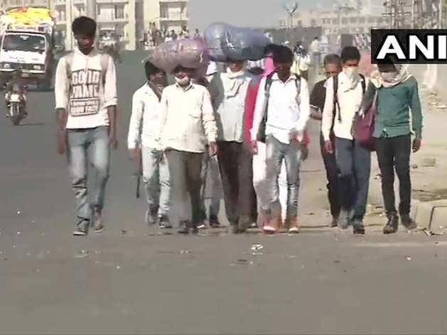 कोरोना का कहर: काम नहीं, पैसे खत्म, घर लौट रहे हैं दिहाड़ी मजदूर