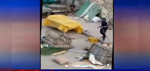 Covid-19: दिल्ली पुलिस ने लॉकडाउन के दौरान सब्जी की दुकानों में तोड़फोड़ करने वाले कॉन्स्टेबल को किया निलंबित