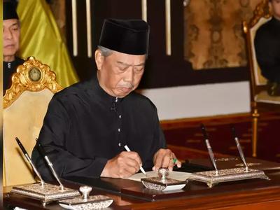 मलेशिया के राजा ने खुद को अलग किया