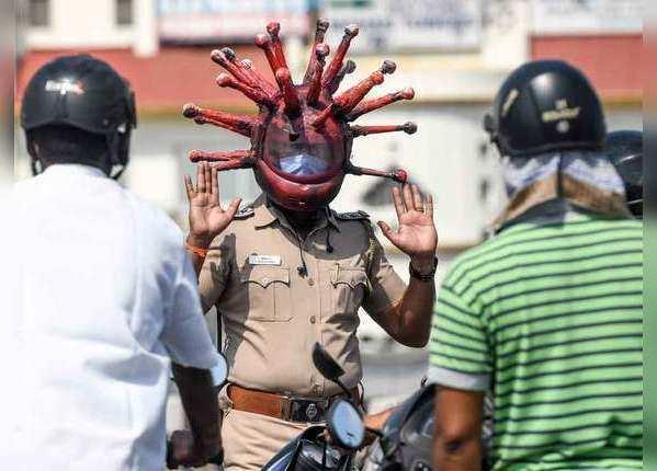 लोगों को कोरोना से बचाने के लिए खुद 'कोरोना' बनी पुलिस