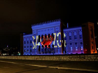 क्रोएशिया के समर्थन में सराजेवो सिटी हॉल में जलाई गई लाइट
