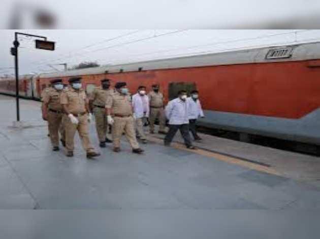 Covid-19: भारतीय रेलवे ने कोरोना वायरस रोगियों के लिए आइसोलेशन कोच तैयार किया