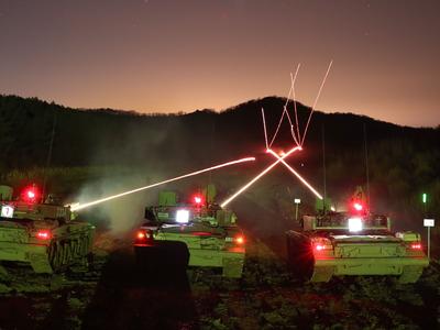 चीन ने टैंकों के साथ रात में युद्ध लड़ने का अभ्यास किया (तस्वीर साभार चीनी सेना)