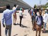कोरोना लॉकडाउन: 103 किलोमीटर पैदल चलकर मऊ से बनारस पहुंचा रेलवे गेटमैन