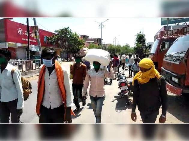 COVID-19: लॉकडाउन के बीच हजारों मजदूर दिल्ली से मध्य प्रदेश पहुंचे