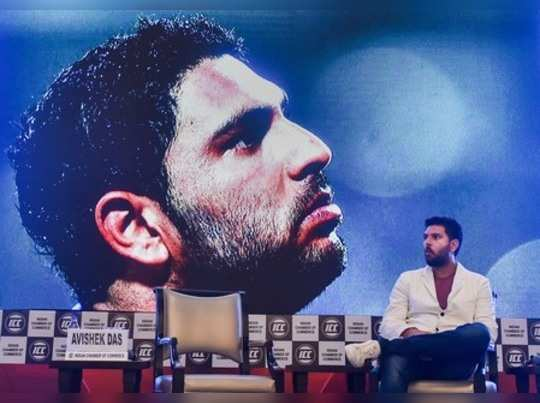 Kolkata: Former Indian cricketer Yuvraj Singh at a felicitation ceremony for his...