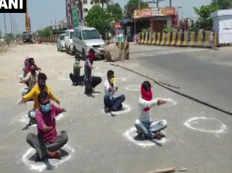लॉकडाउन में निकले बाहर, पुलिस ने तेज धूप में सड़क पर करवाया योग