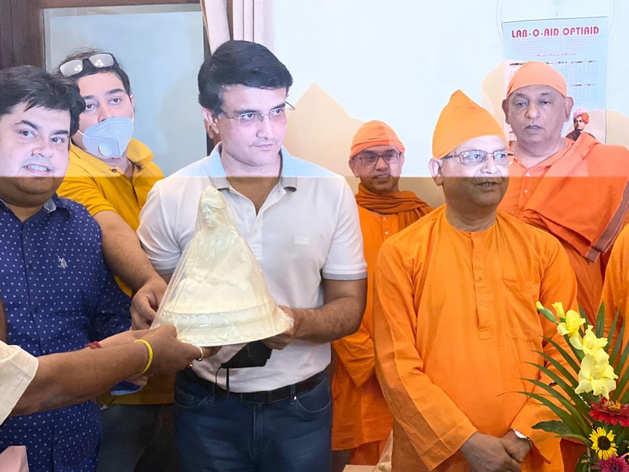 25 साल के बाद बेलूर मठ पहुंचे सौरभ गांगुली, दो हजार किलो चावल किया दान