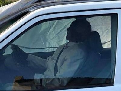 कार के साथ ही दफ्नाए गए अफ्रीका नेता (फोटो साभारः फेसबुक)