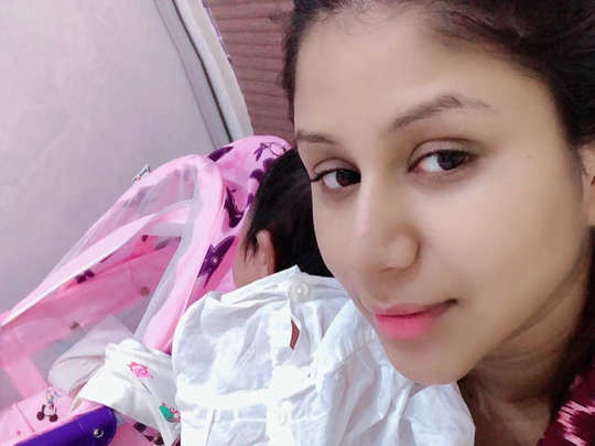 Alya Manasa with her baby daughter Aila Syed