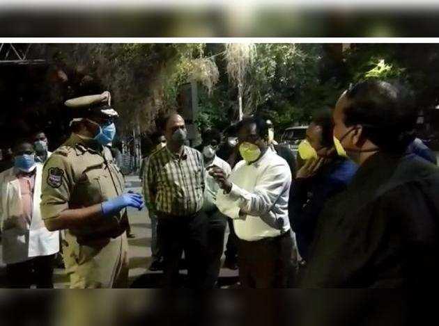 corona patient attack : గాంధీలో డాక్టర్పై ...