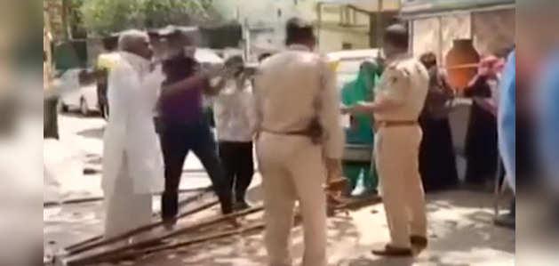 COVID-19: इंदौर में कोरोना संदिग्ध महिला को देखने पहुंची डॉक्टर की टीम पर हमला